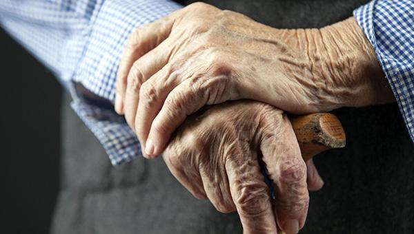 Надбавка к пенсии за стаж 40 лет женщинам уже получающим пенсию: перерасчет и условия получения